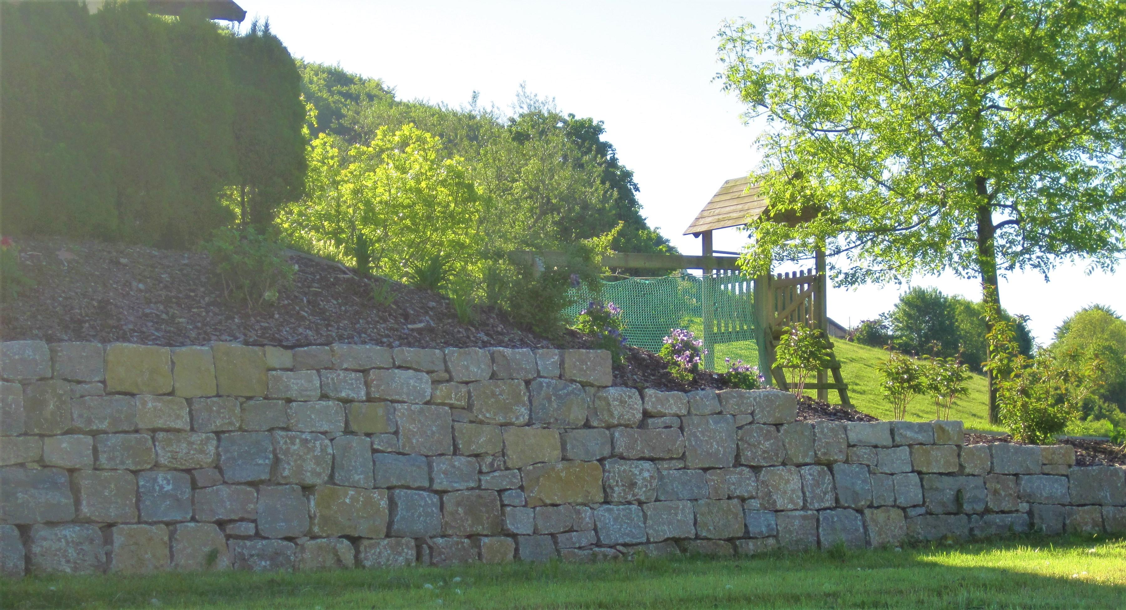 Trockenmauerwerk aus Naturstein